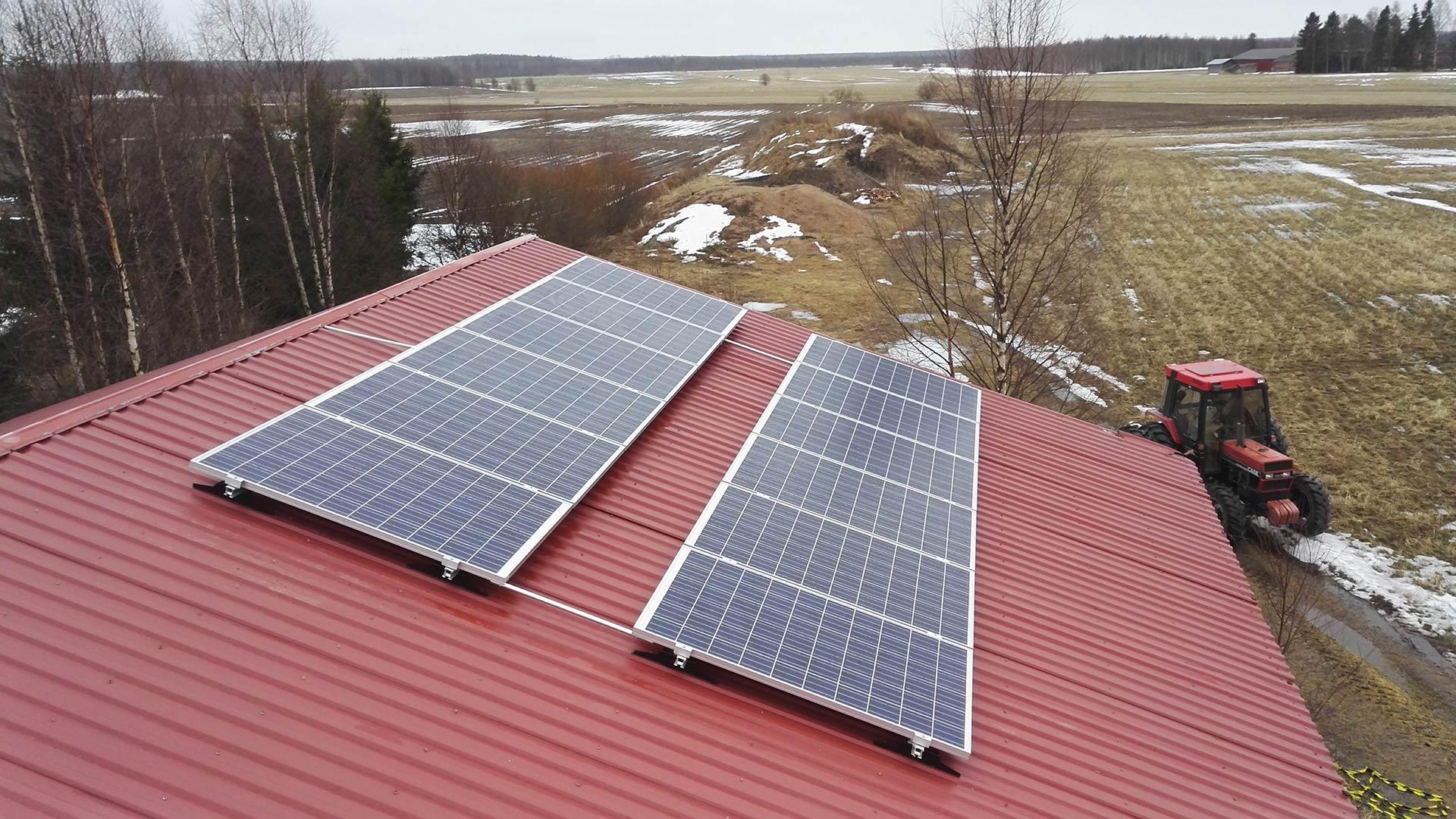 aurinkopaneelit maatalouksille ja yrityksille